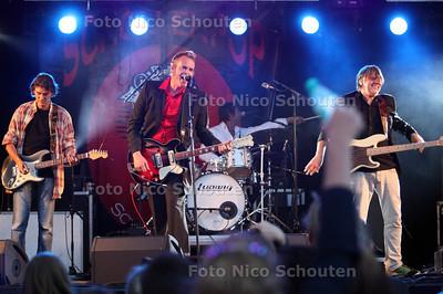 """Schollenpop - Trio Escobar (agenda erg uitgelopen om 22:00 nog geen """"the Deaf"""") - DEN HAAG 4 AUGUSTUS 2012 - FOTO NICO SCHOUTEN"""