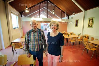 Kostersechtpaar Hobma in de bijruimte van de Bosbeskapel dat niet meer als stemlokaal gebruikt mag worden. (Kerk en Staat moet gescheiden) - DEN HAAG 10 AUGUSTUS 2012 - FOTO NICO SHCOUTEN