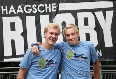 David Weersma (16)(l) en Duncan Willikes MacDonald (15) twee rugbytalenten van HRC. Zij zijn onlangs gescout voor een opleidingsplaats bij The Sharks, een internationaal topteam uit Zuid-Afrika - DEN HAAG 11 AUGUSTUS 2012 - FOTO NICO SCHOUTEN