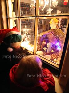 Kaarsjesavond in de Dorpsstraat - ZOETERMEER 11 DECEMBER 2012 - FOTO NICO SCHOUTEN