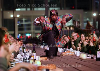 Winter Parade in het Atrium van het Stadhuis - DEN HAAG 15 DECEMBER 2012 - FOTO NICO SCHOUTEN