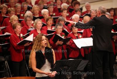 Uitvoering van het Westlands Dameskoor in de Oude Kerk met soliste sopraan Wilma Bierens - NAALDWIJK 18 DECEMBER 2012 - FOTO NICO SCHOUTEN