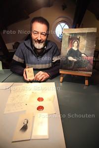 Historicus Kees van der Leer heeft brieven gevonden van prinses Marianne aan kunsternaar Gerrit Postma. Hij heeft ook een portret van Marianne, gemaakt door Postma. Met de brieven en het schilderij doet hij mee met de wedstrijd 'Je beste vondst' van de Koninklijke Bibliotheek - VOORBURG 21 DECEMBER 2012 - FOTO NICO SCHOUTEN