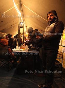 Tentenkamp bij Malieveld. Er zitten nu overwegend Irakese vluchtelingen in de tenten van het voormalige Occupy kamp - DEN HAAG 5 DECEMBER 2012 - FOTO NICO SCHOUTEN