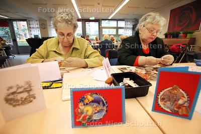 Hobbyochtend bij de Albrandswaard. De hobbyochtend voor ouderen op locatie Petuniatuin staat op wankele poten omdat er niet genoeg vrijwilligers zijn - ZOETERMEER 5 DECEMBER 2012 - FOTO NICO SCHOUTEN