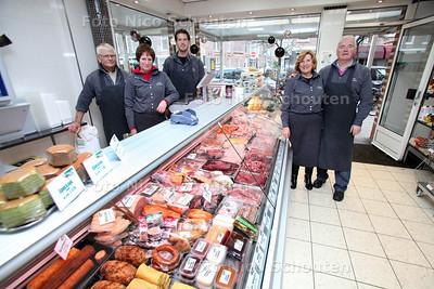 Poelier Ammerlaan is een van de laatse poeliers van de stad. Rechts Peter en Suzan Gleijm - DEN HAAG 18 DECEMBER 2012 - FOTO NICO SCHOUTEN
