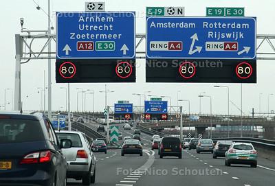 80 (tachtig) kilometerzone bij het Prins Clausplein - VOORBURG 22 FEBRUARI 2012 - FOTO NICO SCHOUTEN
