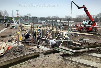 Madurodam nog bouwput - Over 1 maand (op 1 april) gaat Madurodam weer open. Het grootste deel van Madurodam ziet er nog uit als een bouwplaats. Toch ligt het werk op schema - DEN HAAG 28 FEBRUARI 2012 - FOTO NICO SCHOUTEN