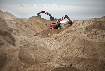 Graafwerkzaamheden in Noordzee tbv aanleg pijpleiding om zoutwater naar Sea Life te pompen - DEN HAAG 22 FEBRUARI 2012 - FOTO NICO SCHOUTEN