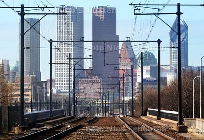 Skyline (gezien vanaf Station Voorburg) negen jaar later - De bouwkranen zijn weg. De drie nieuwe torens hebben de skyline van Den Haag een heel ander aanzicht gegeven - DEN HAAG 24 FEBRUARI 2012 - FOTO NICO SCHOUTEN
