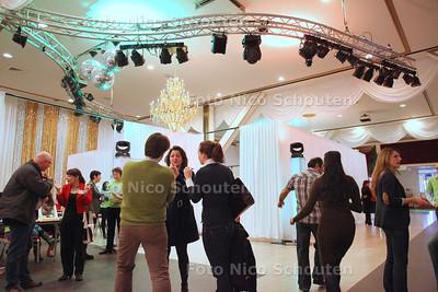 Den Haag roept 1000 bijstandsgerechtigden op voor werk of school - Zalencentrum De Opera aan de Fruitweg - DEN HAAG 21 FEBRUARI 2012 - FOTO NICO SCHOUTEN