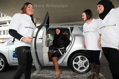 Haga ziekenhuis geeft sollicitanten een vip-behandeling. sollicitante Talika wordt in een elektrische auto naar haar sollicitatiegesprek gebracht - DEN HAAG 25 JANUARI 2012 - FOTO NICO SCHOUTEN