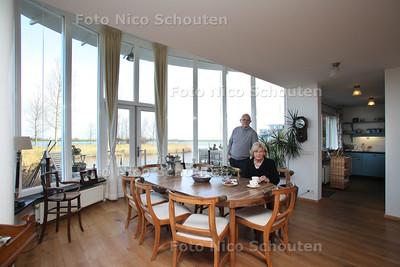 Wonen2 (Woonervaringsverhaal) Gemma en Ariën van Tongeren in hun woning aan het Noord Aa - ZOETERMEER 13 JANUARI 2012 - FOTO NICO SCHOUTEN