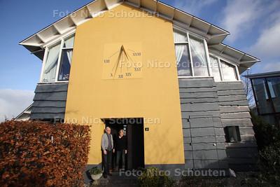 Wonen2 (Woonervaringsverhaal) Gemma en Ariën van Tongeren bij hun woning aan het Noord Aa - ZOETERMEER 13 JANUARI 2012 - FOTO NICO SCHOUTEN
