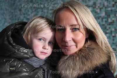 Nathalie(r) en Julian van Wissen. Moeder en kind  foto voor bij verhaal van IVF - VOORBURG 20 JANUARI 2012 - FOTO NICO SCHOUTEN