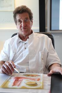 Gynaecoloog Kees Jansen ivm IVF Diaconessenhuis Fonteynenburglaan poli gynaecologie - VOORBURG 20 JANUARI 2012 - FOTO NICO SCHOUTEN