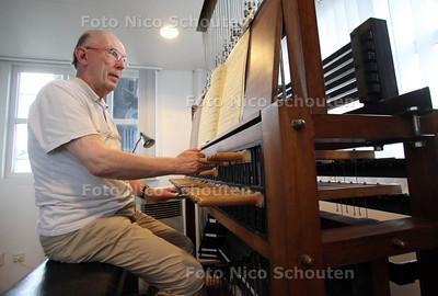 Beiaardier Henk Groeneweg geeft in de Nieuwe Kerk een concert omdat hij 25 jaar in het vak zit - DELFT 3 JULI 2012 - FOTO NICO SCHOUTEN