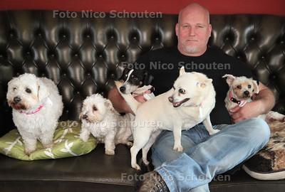 Mark van Maaren, directeur van Seniorclub Wassenaar. Seniorclub Wassenaar is een bejaardentehuis voor dieren - WASSENAAR 2 JULI 2012 - FOTO NICO SCHOUTEN
