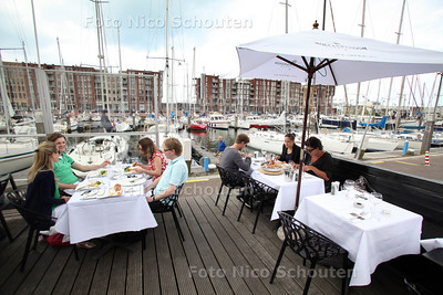 Terras Restaurant The Harbor Club - DEN HAAG 30 juni 2012 - FOTO NICO SCHOUTEN