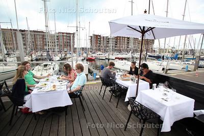 Terras Restaurant The Harbor Club - DEN HAAG 30 juni 2012 - FOTO NICO SCHOUTEN