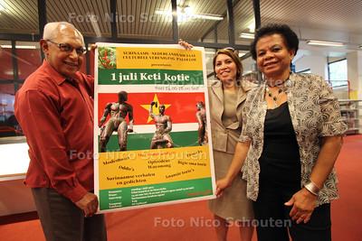 Komende zondag is er weer een 'keti-koti-viering' van surinaamse vereniging Paloeloe, waarin de afschaffing van de slavernij wordt gevierd - vlnr Kenneth May, Diane Vlet en Lies Hoogland - ZOERTERMEER 25 JUNI 2012 - FOTO NICO SCHOUTEN