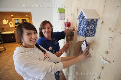 Vrijwilligers van de Lionclub zorgt voor make-over dagbestedingcentrum Aspergeakker - ZOETERMEER 16 MAART 2012 - FOTO NICO SCHOUTEN