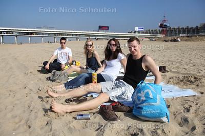 Eerste stranddag van het jaar - DEN HAAG 15 MAART 2012 - FOTO NICO SCHOUTEN