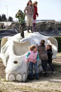 Opening middeleeuwse kinderspeelplek uithofslaan - DEN HAAG 31 MAART 2012 - FOTO NICO SCHOUTEN