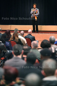 Bijeenkomst over werklozen aan het werk zetten in de kassen. In zalencentrum de Leuningjes - welkomstwoord - POELDIJK 19 MAART 2012 - FOTO NICO SCHOUTEN
