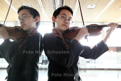 12-jarige vioolspeler Drummado Wijnhamer uit Zoetermeer - DEN HAAG 23 MAART 2012 - FOTO NICO SCHOUTEN