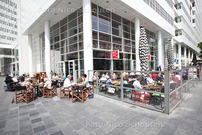 """Terras """"De Ooievaar"""" - Turfmarkt 2 - DEN HAAG 30 MEI 2012 - FOTO NICO SCHOUTEN"""