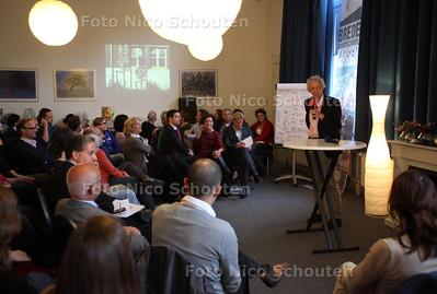 Gemeente bijeenkomst met bewoners in oude school de Toermalijn aan de Beeklaan - DEN HAAG 7 MEI 2012 - FOTO NICO SCHOUTEN