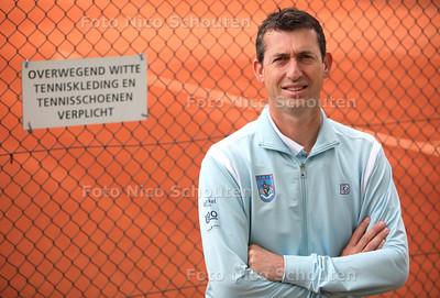 Tenniscoach Mark Paul Burgersdijk - DEN HAAG 22 MEI 2012 - FOTO NICO SCHOUTEN