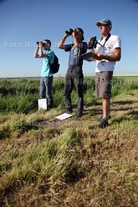 Vogels tellen. Nico van Paessen (r) - DE LIER 25 MEI 2012 - FOTO NICO SCHOUTEN