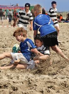 Voor de tweede maal vond het Haagsche Rugby Club Bietsjtoernooi plaats op het strand van Kijkduin - DEN HAAG 19 MEI 2012 - FOTO NICO SCHOUTEN