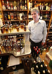 Paul Peperkamp stopt na 54 jaar trouwe dienst met zijn wijnhandel aan de Prinses Irenelaan - RIJSWIJK 4 MEI 2012 - FOTO NICO SCHOUTEN