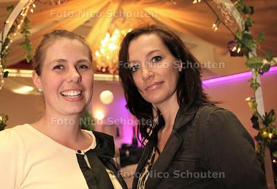 Monique Siegelaer (l) en Manja Wunderink, oprichters van Ladies Circle Zoetermeer - ZOETERMEER 18 MEI 2012 - FOTO NICO SCHOUTEN