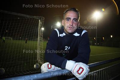 Doelman Devon Verduijn van FC Zoetermeer - ZOETERMEER 13 NOVEMBER 2012 - FOTO NICO SCHOUTEN