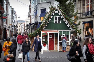 Kersthuis op de Dagelijkse Groenmarkt - DEN HAAG 26 NOVEMBER 2012 - FOTO NICO SCHOUTEN