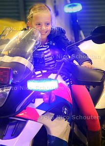 Open dag politie en brandweer. Rody vind het heel stoer op deze politiemotor met zwaailichten - NAALDWIJK 20 OKTOBER 2012 - FOTO NICO SCHOUTEN