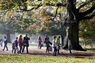 Herfstvakantie, drukte in park Clingendeal - WASSENAAR 22 OKTOBER 2012 - FOTO NICO SCHOUTEN