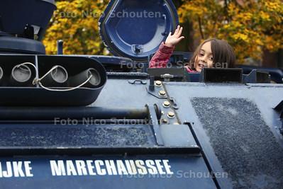 Open dag politie en brandweer.  Victory in een pantservoertuig van de Koninklijke Marechaussee - Politiebureau Karnebeek Burgemeester Patijnlaan - DEN HAAG 20 OKTOBER 2012 - FOTO NICO SCHOUTEN