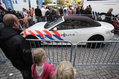 Open dag politie en brandweer. Niemand mocht de dure Maserati poliewagen aanraken - DELFT 20 OKTOBER 2012 - FOTO NICO SCHOUTEN