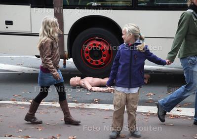 Open dag politie en brandweer. Deze Dummy heeft waarschijnlijk niet goed uitgekeken met oversteken- DELFT 20 OKTOBER 2012 - FOTO NICO SCHOUTEN