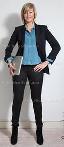 Cynthia Kloosterman, styliste. Cynthia geeft tips hoe sollicitanten zich wel en vooral niet moeten kleden - GOED - DEN HAAG 16 OKTOBER 2012-  FOTO NICO SCHOUTEN