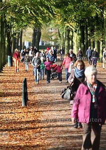 Herfstvakantie, drukte in park Clingendael - WASSENAAR 22 OKTOBER 2012 - FOTO NICO SCHOUTEN