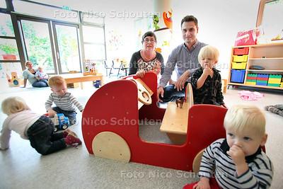 Oprichters Anja en Maark Siep in kinderopvang Plukkebol samen met kinderen - DELFT 19 SEPTEMBER 2012 - FOTO NICO SCHOUTEN