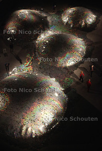 Todays Art - Elise Morin + Clémence Eliard – Waste Landscape in het Atrium - DEN HAAG 22 SEPTEMBER 2012 - FOTO NICO SCHOUTEN