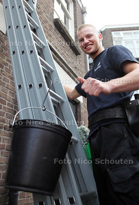Glazenwasser Rober Jas bij de diploma-uitreiking van Stichting Nelis - DEN HAAG 20 SEPTEMBER 2012 - FOTO NICO SCHOUTEN