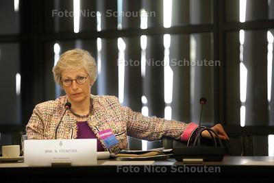 Nienke Feenstra, directeur tbs-kliniek Veldzicht. Zij spreekt de commissie veiligheid en justitie van de Tweede Kamer toe in het kader van de hoorzitting over het Masterplan van Fred Teeven - DEN HAAG 18 APRIL 2013 - FOTO NICO SCHOUTEN